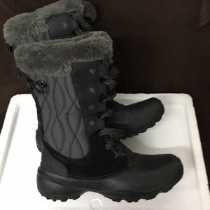 Columbia black winter fur topped boots